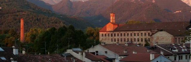 Vista della Fabbrica Alta di Schio con le Piccole Dolomiti sullo sfondo